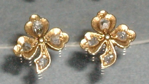 Gold with intan, clover design earrings.